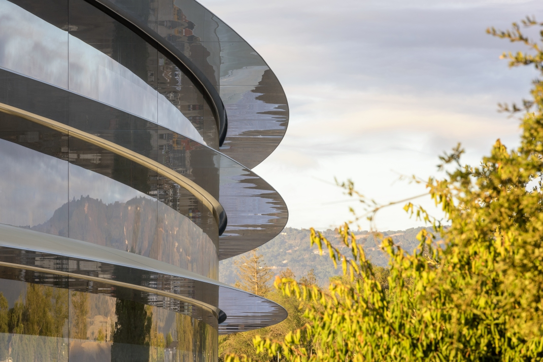 apple-park-photo-1-building-trees.jpg